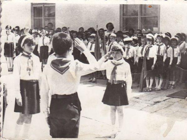 http://istoriesicultura.ro/scoala-comunista.html