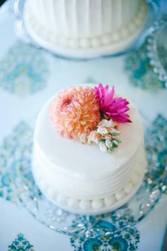 My lovely wedding cakes. Floral Design by Liz Rennie I Photography by D'Arcy Benincosa I Cakes by One Sweet Slice