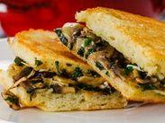 Тост с грибами и сыром