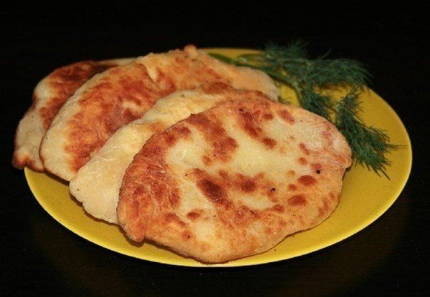 Вкусные пирожки-лепешки с картошкой и сыром