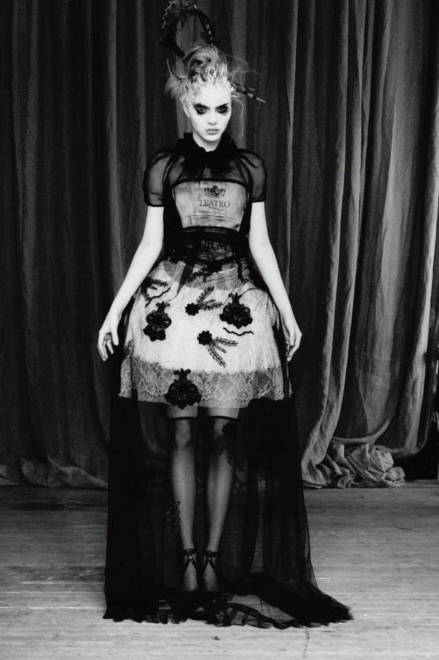 Black flowers.. Teatro