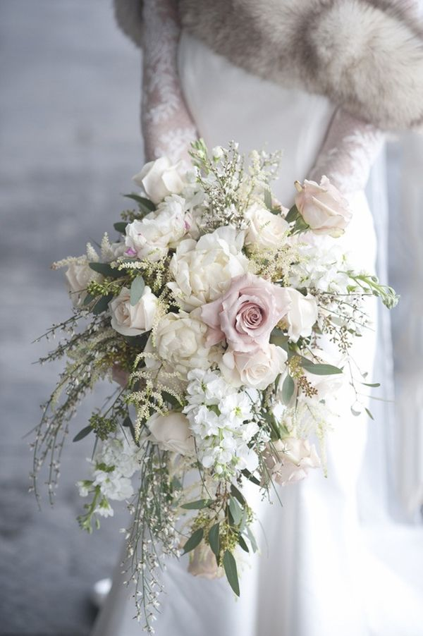 10 Stunning Cascading Wedding Bouquets | Mine Forever #Weddingbouquet #Bouquet #FloralWeddingBouquet