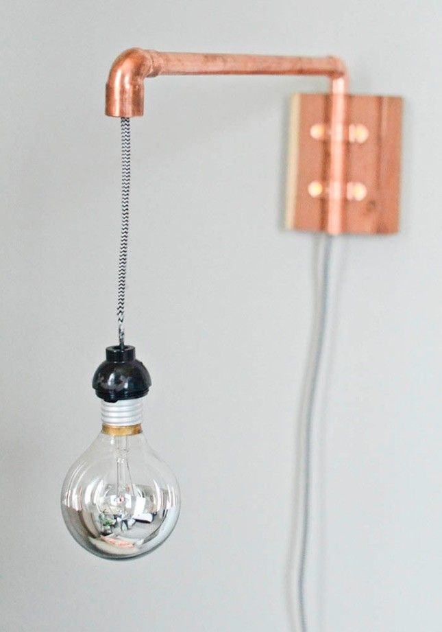 This copper pipe wall sconce is totally DIY.