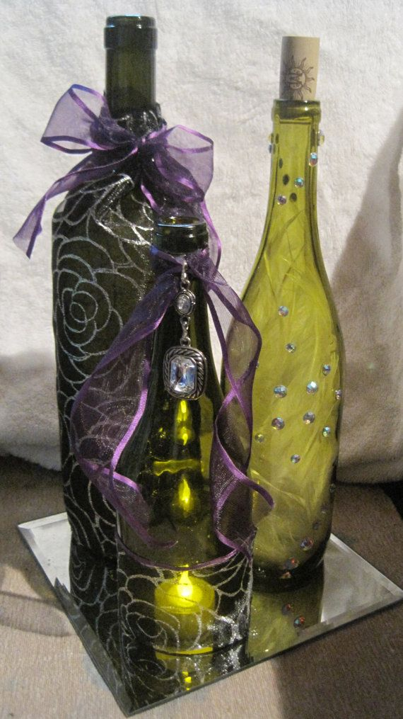 Decorated wine bottle centerpieces with tea light mirror for Bottle centerpieces