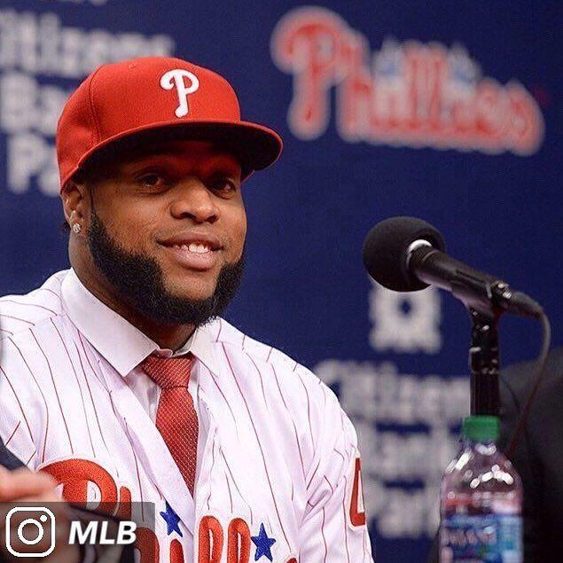 @Slamtana_41 ya fue presentado oficialmente como jugador de los Phillies. El dominicano firmó un contrato por 3 años y $60 millones. Santana promedia 24 jonrones y 81 carreras impulsadas desde que debutó en Grandes Ligas. #HusSports #MLB  . . . . [ vía @MLB] --No Copyrights Infringement Intended-- #mlb #baseball #beisbol #lasmayores #grandesligas #bigleagues #philadelphiaphillies #philadelphia #phillies #pennsylvania #sports #deportes #carlossantana #republicadominicana #dominicana…