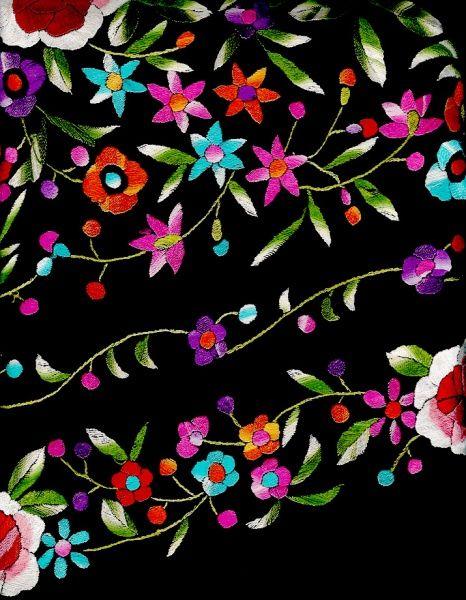bordado de flores sobre fondo negro