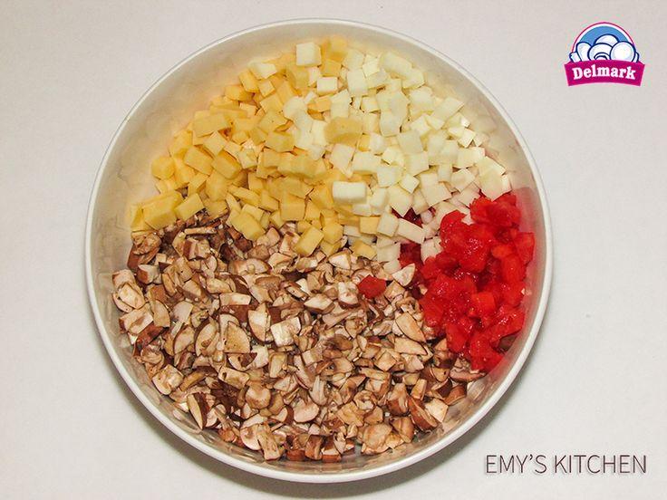 Mod de preparare pentru mini-pizze de vinete cu ciuperci. Reteta completa pe site: http://delmark.md/recete/mini-pizze-de-vinete-cu-ciuperci/ #Delmark #Ciuperci #Mushrooms #ReteteDelmark