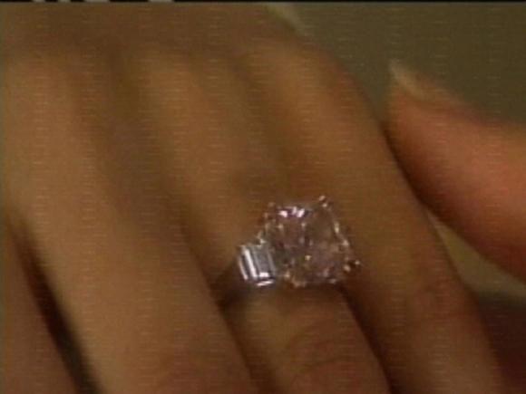 Jennifer lopez39s pink diamond engagement ring from ben for Jenn im wedding ring