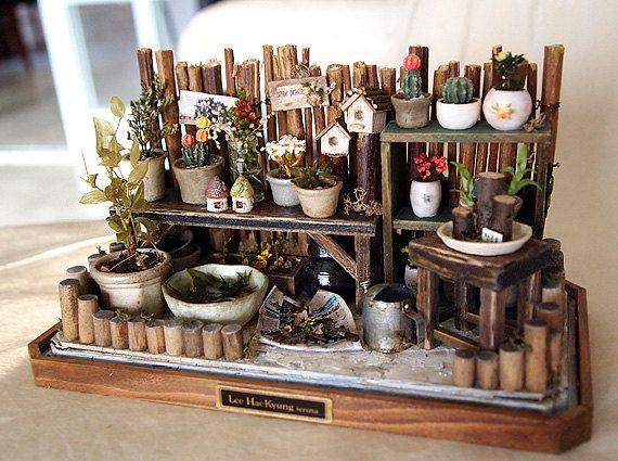 Vintage pequeño jardín primavera naturaleza flores, plantas, bote - casa de muñecas miniaturas 1/12