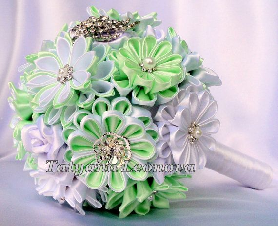 Brooch bouquet. Original handmade Wedding Bouquet in Mint and white. Flowers made of satin ribbon, decorated with jewelry. Bouquet decorated with