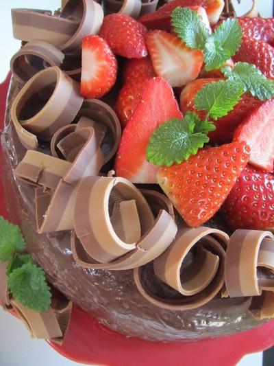 Choklad tårta med hyvlad dubbelnougat.
