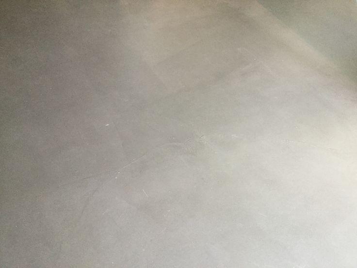 De betonlook vloer is een cementgebonden gietvloer met een robuuste uitstraling. Ontdek alles op: http://www.gietvloerbetonlook.nl/