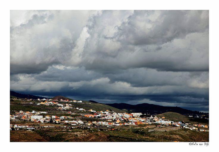 Zware bewolking boven Tenerife