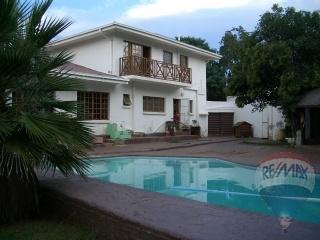 300989019 – 4 Bedrooms 3 Bathrooms 3 Garages Dan Pienaar,Bloemfontein,Free State | RE/MAX First | Properties for sale in Bloemfontein