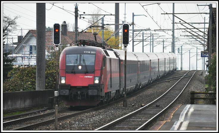 #ÖBB #Railjet RJ165 at Trübbach im St.Galler Rheintal Photo: Herbert Graf
