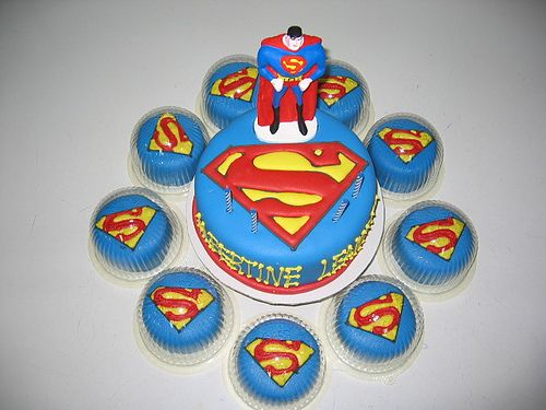 The 25 best Superman cupcakes ideas on Pinterest Superman