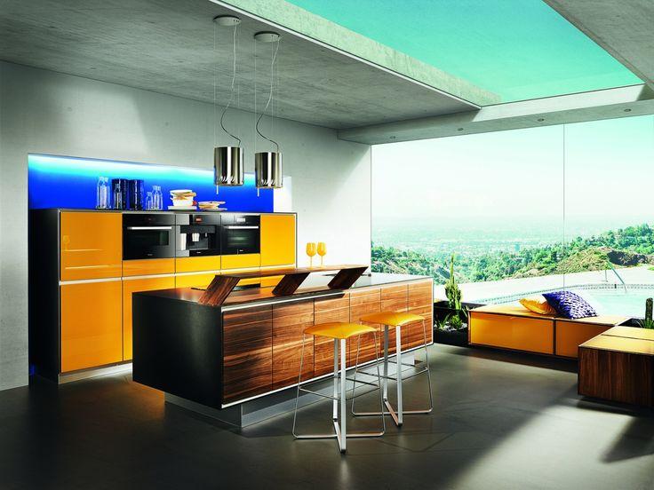 Vao kuchyně v kombinaci se žlutou. / kitchen island