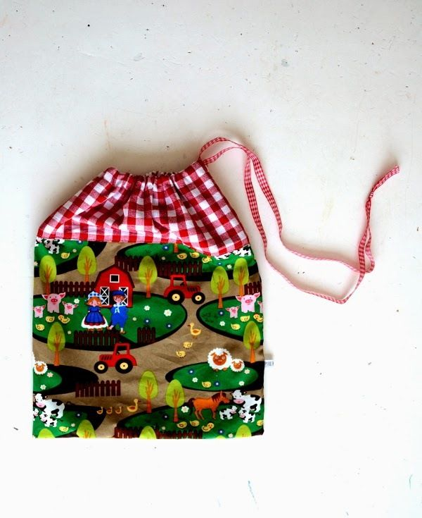 How to Make a Drawstring Bag | If you've got kids, then you need this free sewing tutorial!