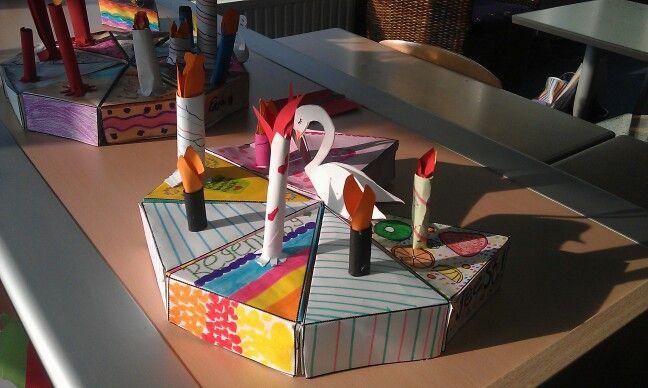 Kinderboekenweek thema Feest. Een taartpunt in elkaar zetten en versieren.