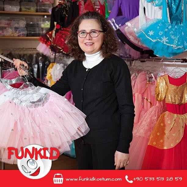 """Markamızın kurucusu Güler Hanım'ın ağzından Funkid'in kuruluş hikayesini dinleyelim: """"Funkid'i oğlum 4 yaşında iken istediği kahramanın kostümünü bulamayınca, kurmaya karar verdim. Kısmet, ilk kostümlerimiz yurt dışına çıktı. Bugün binlerce kostüm ile tüm çocukların hayallerini gerçekleştirebilen bir firma olduk."""" #marka #cocukgiyim #çocuk #kids #kostum #costume"""
