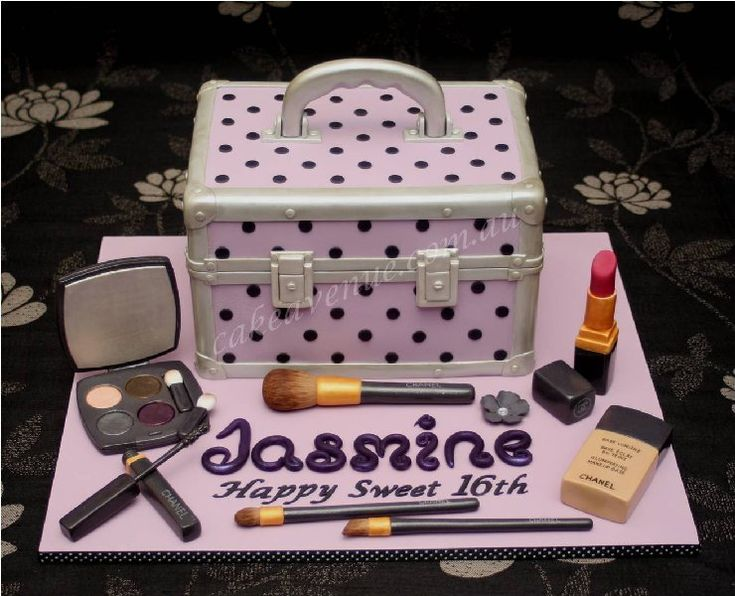 This is incredibly neat!: Cakes Ideas, Makeup Case, Amazing Cakes, Cakes Decor, Awesome Cakes, Cakes Design, Bday Cakes, Cakes Ii, 2014 Cakes