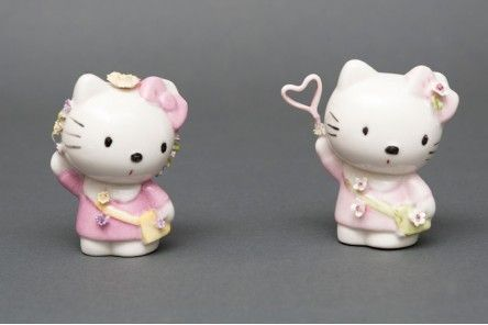 Hello Kitty in fine polished Capodimonte porcelain finely decorated with purse, pink apron, flowers, handbag decorated and available in different patterns.  www.apoggi.com  Price is intended for single unit. When purchasing, please indicate in the text field located at the bottom of the order page, which keys you are interested in (Hello Kitty on the right or left).      Dimensions cm. 8x6