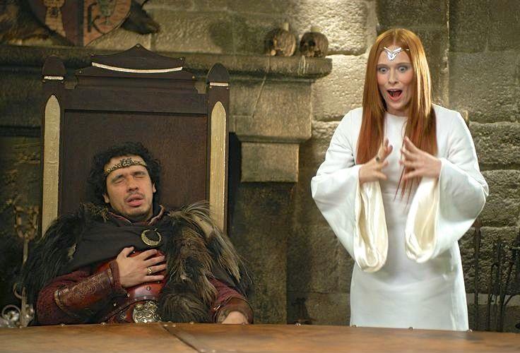Arthur et Viviane, La Dame du Lac. C'est une divinité. Envoyée pour lui confier la quête du Graal, seul Arthur peut la voir, l'entendre et converser avec elle. Ceci provoque parfois de malheureux quiproquos. Ses apparitions soudaines tendent à faire sursauter Arthur aux moments les plus inopportuns.