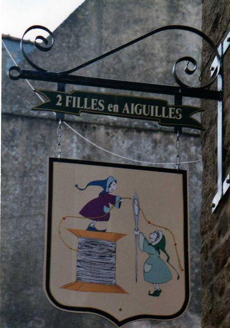 """*Enseigne """"2 filles en aiguilles""""  Dinan France* superbe boutique -art déco - bijoux..."""
