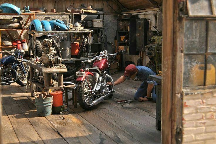 Motorcycle garage moto garage pinterest motorcycles for Garage moto scooter