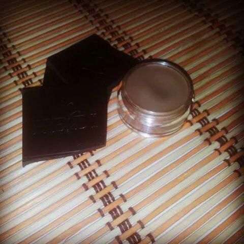 Cosmetice naturale Homemade&Handmade: Buze crapate? Incearca solutia naturala:  Balsam d...