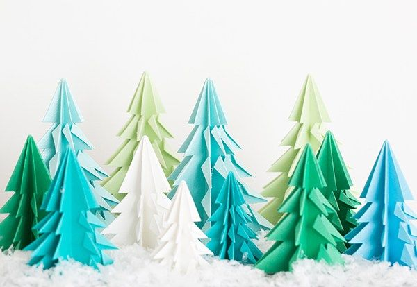 We're smitten with these origami Christmas trees!! A festive and creative Chri…