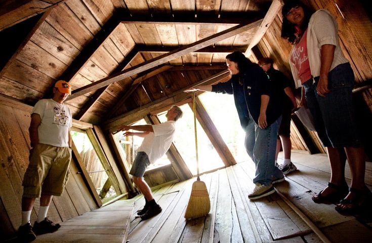 The Oregon Vortex/House of Mystery | Travel | Vacation Ideas | Road Trip | Places to Visit | Gold Hill | OR | Offbeat Attraction
