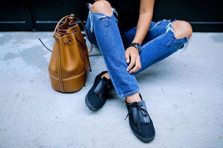 Il nous fallait impérativement vous faire partager ceci. Découvrez comment Geneva du blog A Pair & a Spare a transformé ses sneakers.