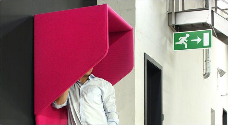 BuzziHood væghængt akustisk telefonboks. Wall mounted acoustic phone booth.