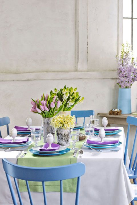Dressed in colors picked straight from the garden, this table manages to look refined but not fussy.