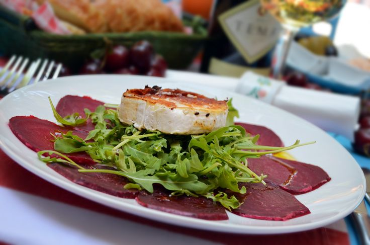 Carpaccio from beetroot and gratinated goat cheese