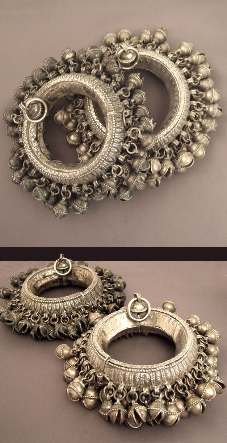 Yemen | Splendid pair of silver anklets adorned with multitude of bells | Late 19th century | 3'500€ for the pair (Weight: 745gr et 755gr)