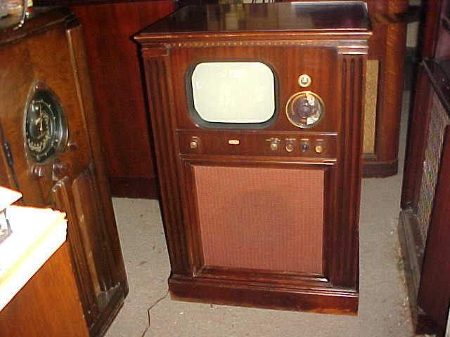 ANTIQUE TV DUMONT RA103 MAHOGANY CONSOLE RARE HAS CH1
