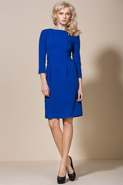 Niebieska sukienka o delikatnym fasonie