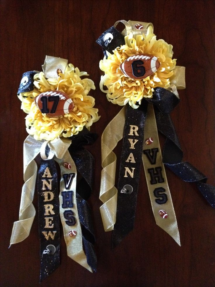Homecoming Corsages. Fun corsages for Homecoming to show school spirit.  Great for the big game!