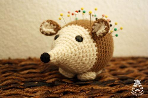Amigurumi Hedgehog : Amigurumi Hedgehog Pincushion - FREE Crochet Pattern ...