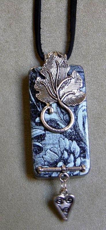 Floral Leaf Domino Necklace D1