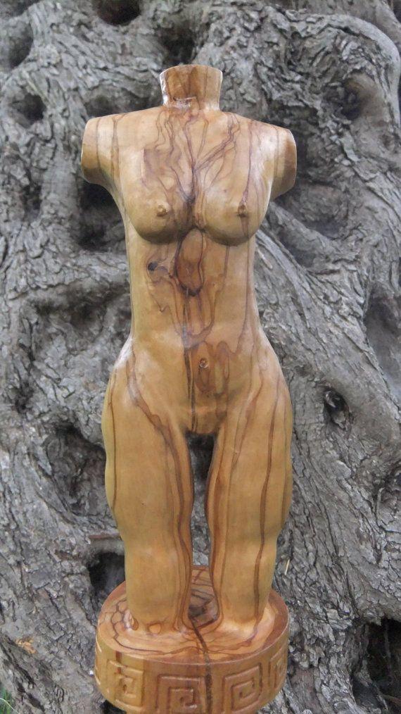 Mano de belleza clásico griego oliva escultura de madera tallada, diseñada y tallada por Eric Kempson para mediciones Ellenisworkshop aproximado; Altura 52cm o 20,5 ancho 9,5 cm o 3,75 profundidad 9.5cm o 3,75 cuidado de madera de olivo Productos de madera limpia aceitunas en agua tibia usando un detergente lavavajillas. Seco completamente inmediatamente después de la limpieza con un paño suave y sin pelusa. Frote el producto madera verde oliva con aceite de oliva cuando sea necesario…