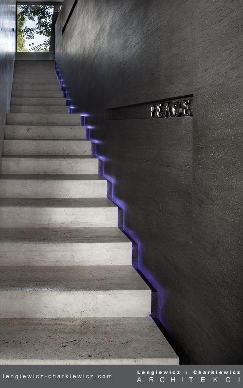 Dom znanej projektantki mody. Schody na piętro. Projekt i realizcja: lengiewicz-charkiewicz.com (fotografia: Aleksander Rutkowski)