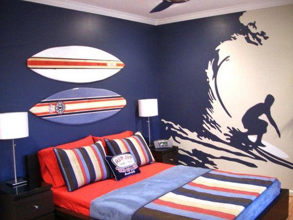 chambre de garçon ado dont le hobby est le surf