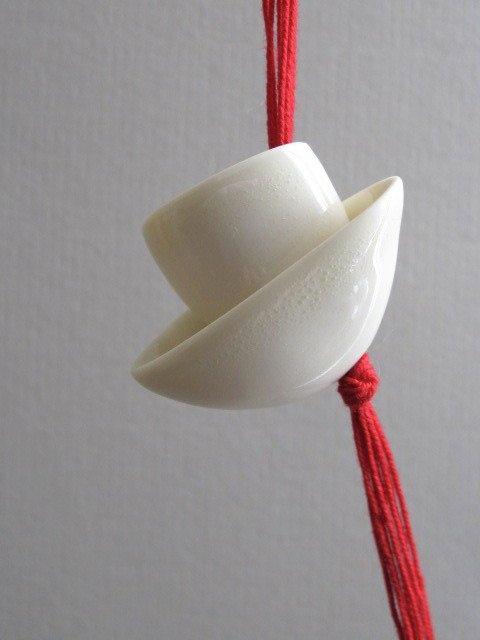 Paola Bernasconi (CH) – «moulages» de galets en céramique, au doux…