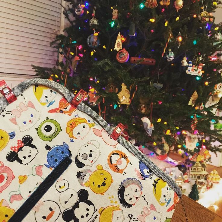 Binding as fast as I can while Jim Dale reads to me #franticchristmassewing #handmadebag #makerstote #tsumtsum