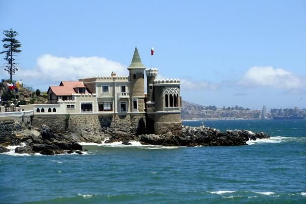 Coastal Route Viña del Mar - Concon. The Wulff Castle, a two-story building with tower, built between 1880 and 1920 by businessman Gustavo Wulff. Currently it houses the Maritime Museum with an interesting collection of seafaring items reflecting the history of the Chilean Navy.