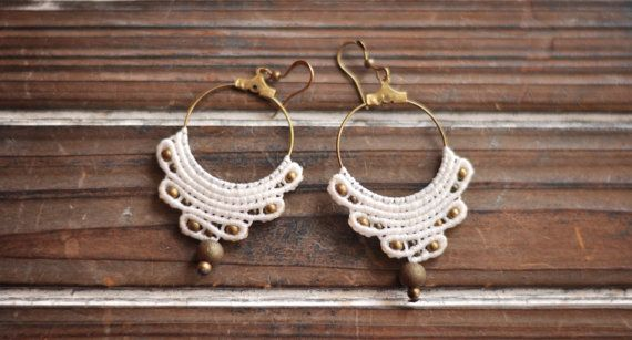 These earrings were made by the macrame knotting technique. I used white nylon waxen threads, brass beads. Theey can be used at the wedding as