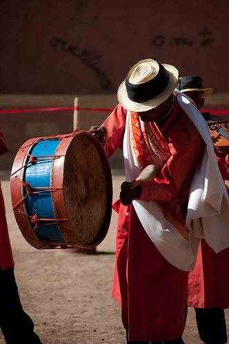 L'aponga instrument de musique est fait avec un potiron vide comme corps, du bois et du fil